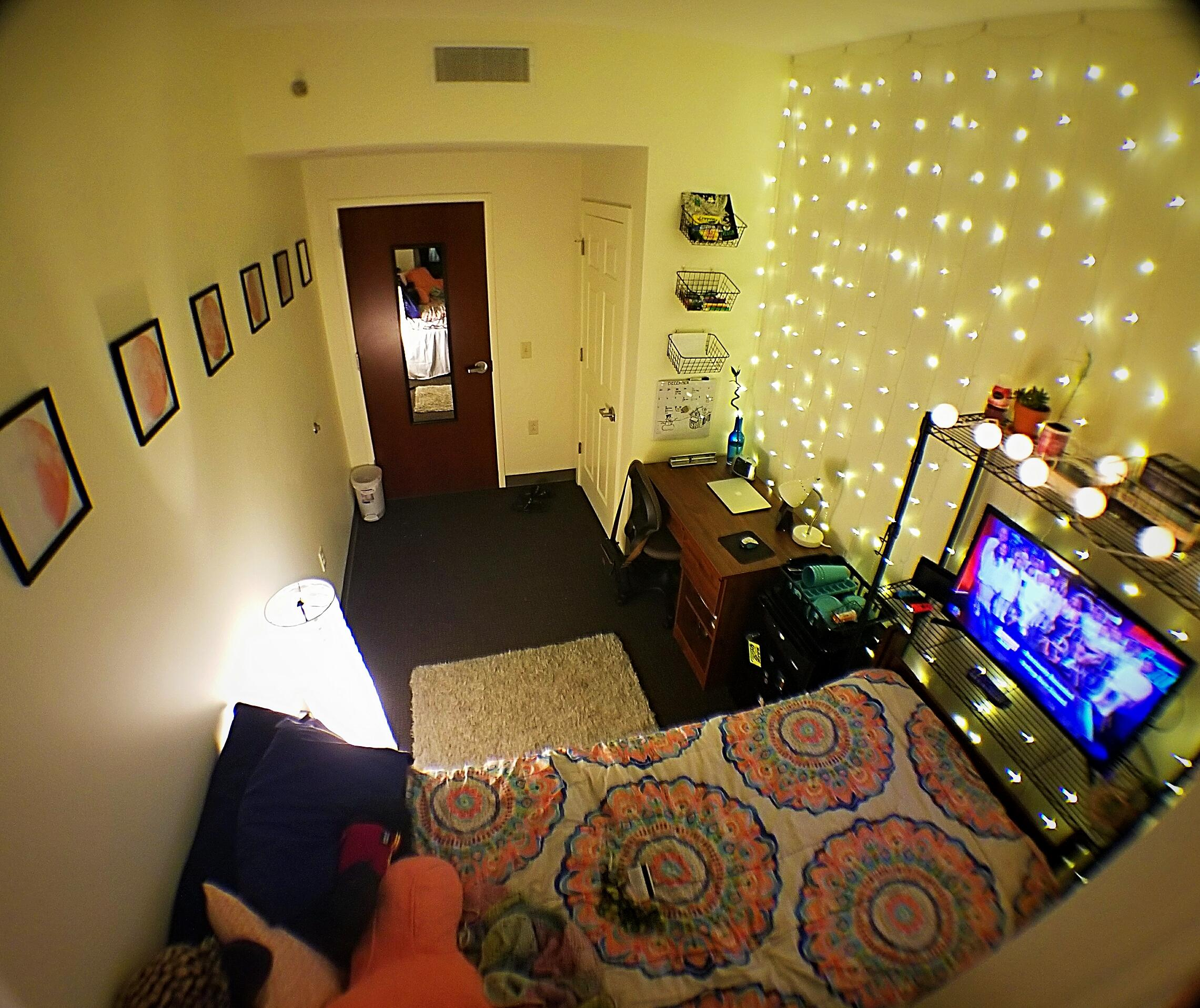 my lights dorm room cozyplaces Fairy Lights In Dorm Room id=54760