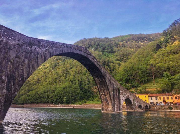 The Devil's Bridge in Borgo a Mozzano, Tuscany (Photo credit to @elena__aileen) [1080 x 810]