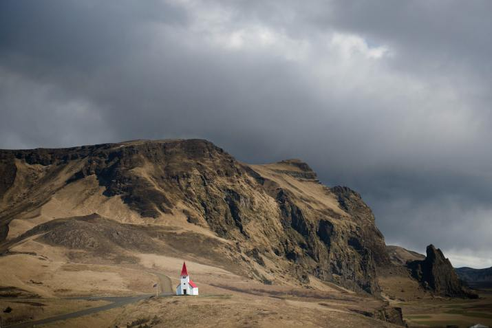Vik, Iceland (Photo credit to Tom Archer) [5450 x3637]