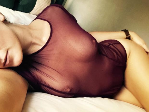 xmaw0elqcsi01 - [F]eeling sexy this morning. OC Nude Selfie