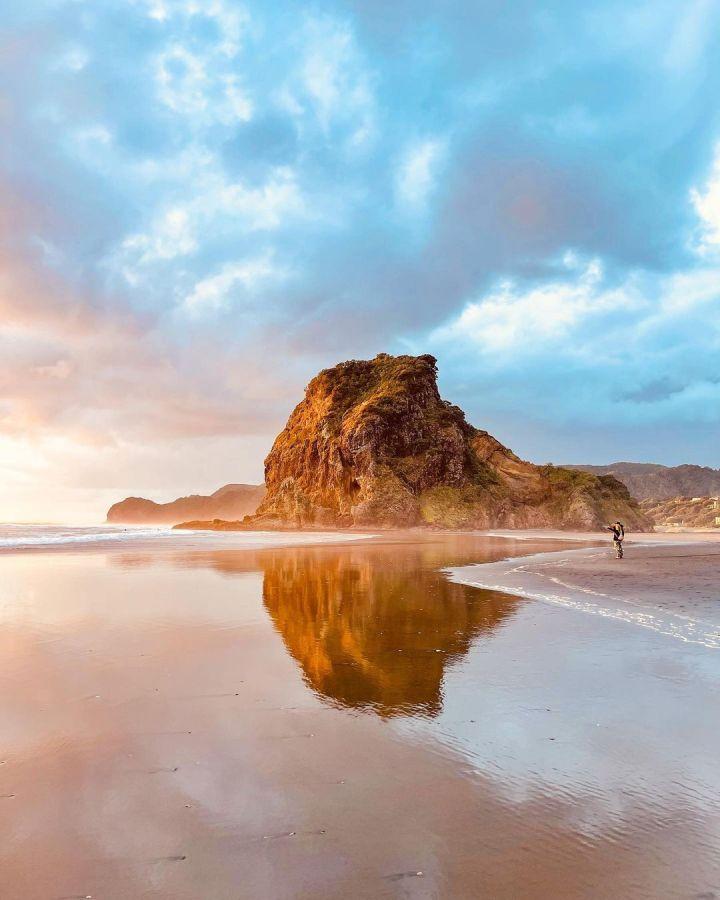 Piha Beach, North Island New Zealand (Photo credit to @maisie_runs)