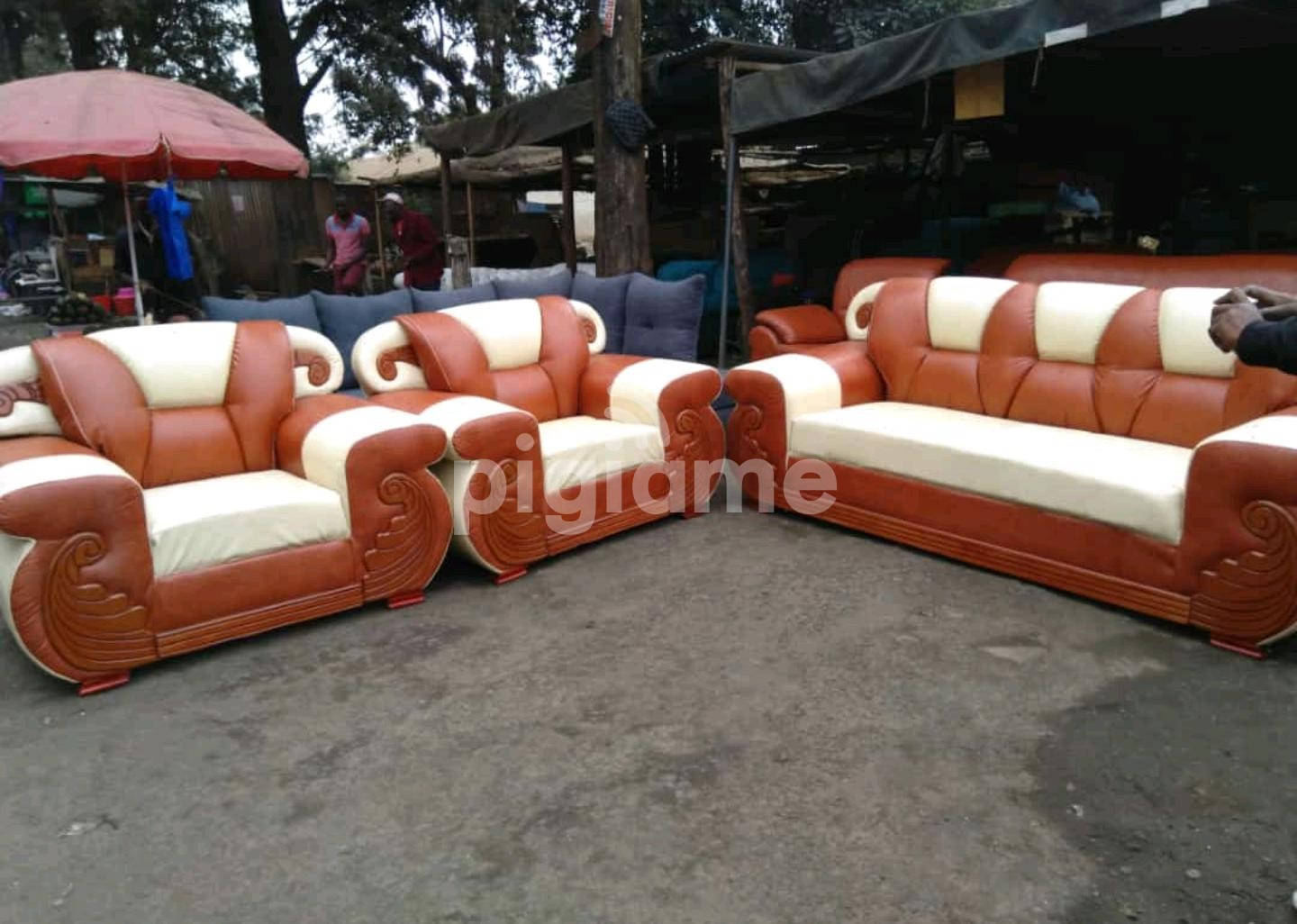 Sofas, tables, office desks, office chairs, decor, carpets, outdoor furniture. Fabricated leather sofa sets in Nairobi | PigiaMe