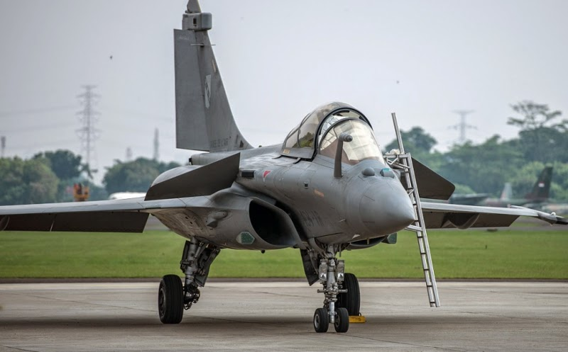 on tuesday the jet fighters performed three flights for indonesian air force pilots who flew on the rafale b taking the back seat