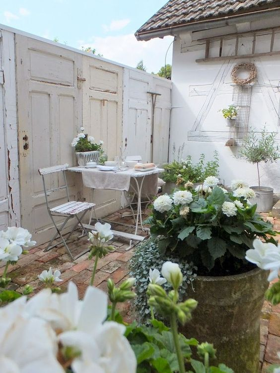 27 Shabby Chic Terrace And Patio Décor Ideas - Shelterness on Chic Patio Ideas id=49816
