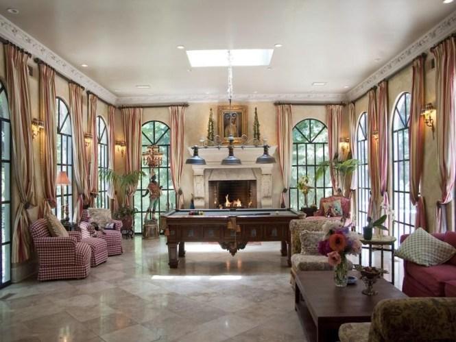 Comfort Billiard Room Decor