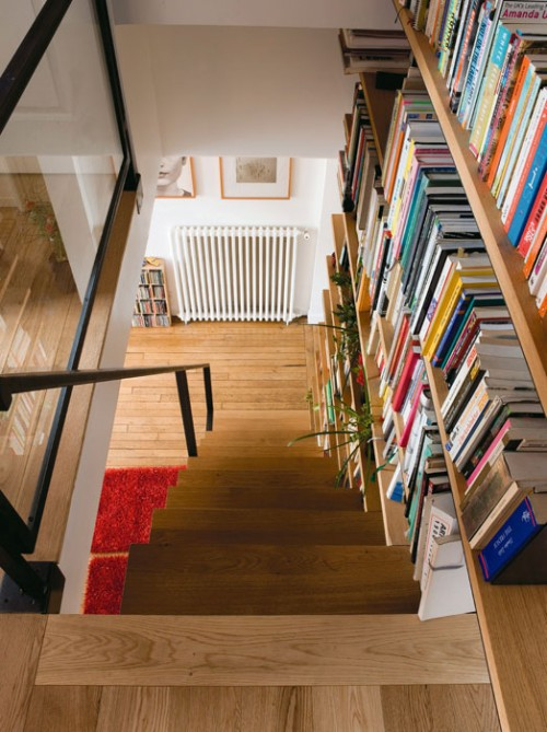 Cool Staircase Design Idea That Combine It With A Library Shelterness