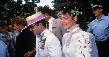 Экс-супруга требует у Элтона Джона миллионы за нарушение условий развода.