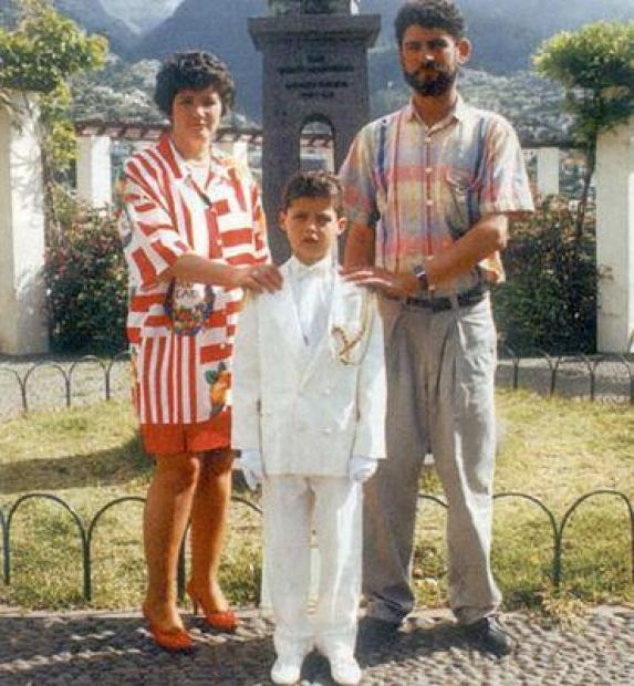 Cristiano Ronaldo makes a vibrant tribute to his late father in a moving message (Photos)