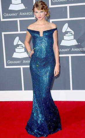 Taylor Swift dans une robe bleue pailletée