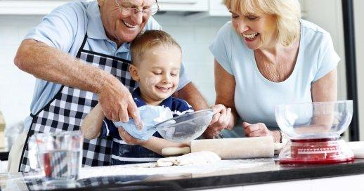 Výsledok vyhľadávania obrázkov pre dopyt help old people