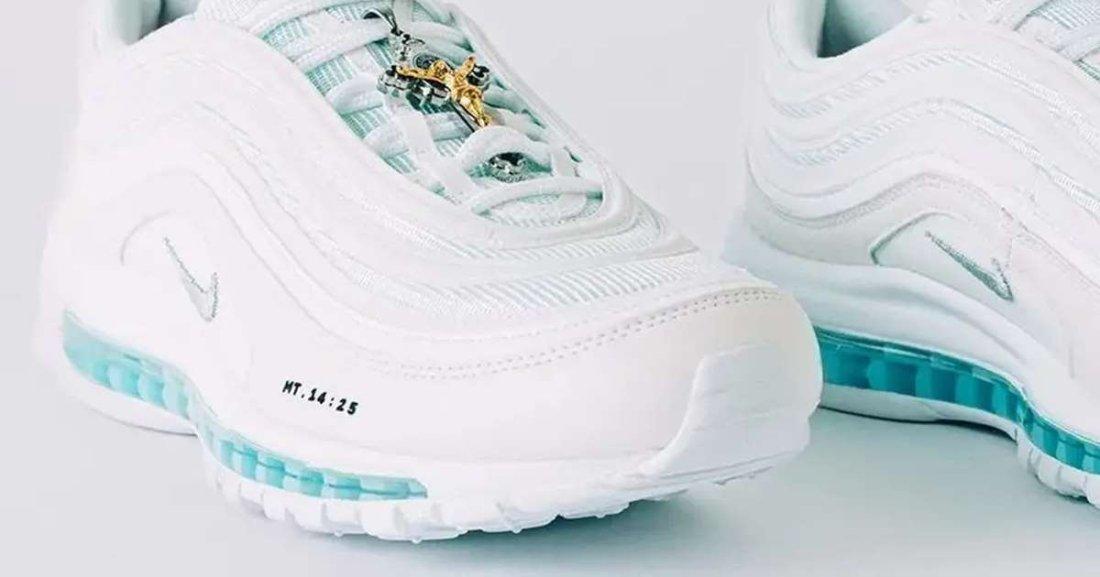 s 53.jpg?resize=1200,630 - Des chaussures en édition limitée, remplie d'eau bénite se sont vendues comme des petits pains