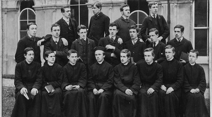 İrlanda Kraliyet Üniversitesi. Yıl, 1883. (Fitzmaurice ön sırada, sağdan üçüncü...)