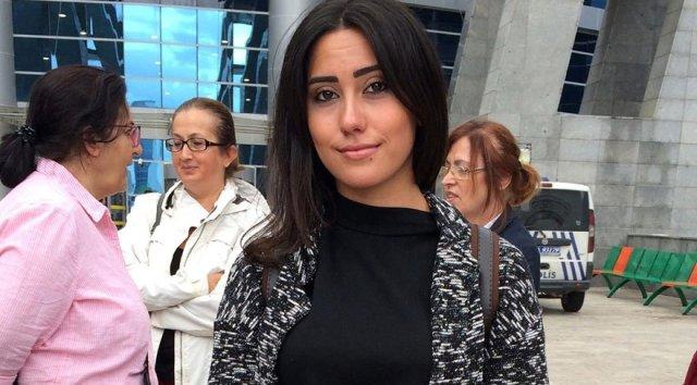 Genç kıza şort giydi diye yumruklu saldırı