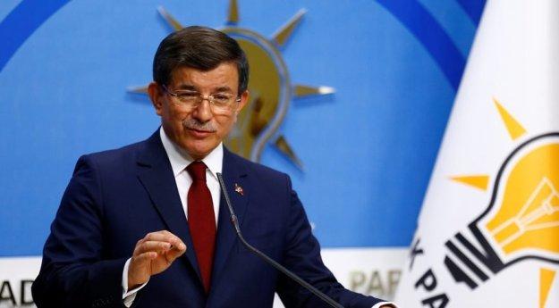 """Davutoğlu'nun başbakanlığının son günlerinde 1 Mayıs 2016 gecesi """"Pelikan dosyası"""" başlığıyla bir blog sitesinden yazı kaleme alınmış,yazıda Davutoğlu ve ekibi hedef alınarak istifaya çağrılmıştı. Bu bildirinin yayımlanmasından 4 gün sonra Ak Saray'a çıkarak Cumhurbaşkanı Erdoğan ile görüşen Davutoğlu istifa kararı almıştı."""