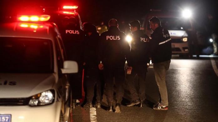 'Dur' ihtarına uymayan sürücü polise çarptı