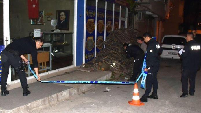 İzmir'de, sokak ortasında silahlı saldırıya uğrayan kişi öldü