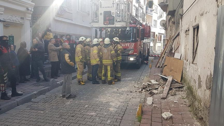 The building collapsed in Istanbul!  One person was under debris