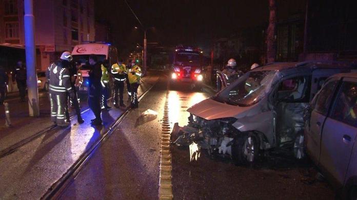Tramvay yolunda trafik kazası: 1'i ağır 5 yaralı