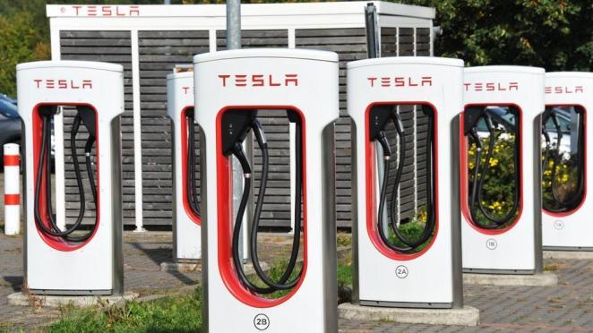 Apple, Tesla'dan 50 milyon dolarlık batarya satın aldı