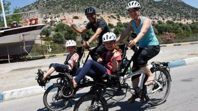 Dört kişilik İsviçreli aile iki bisikletle Türkiye'nin keyfini çıkarıyor