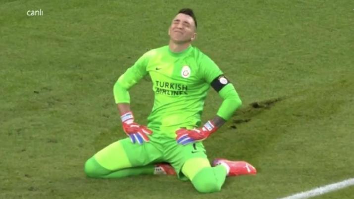 PSV maçında Fernando Muslera'nın büyük hatası