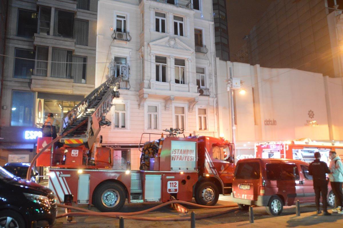 Emre Kınay'ın Oyunculuk Atölyesi'nin bulunduğu binada çıkan yangın korkuttu