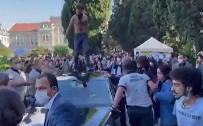 Boğaziçi Üniversitesi'nde 10 öğrenci gözaltına alındı