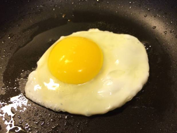 how to cook over easy eggs without breaking yolk