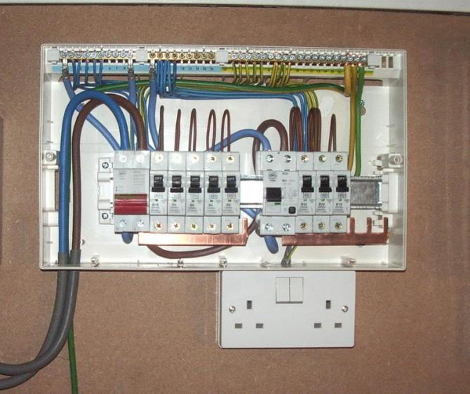 chinese breaker box 240v splitphase lacks neutral wires