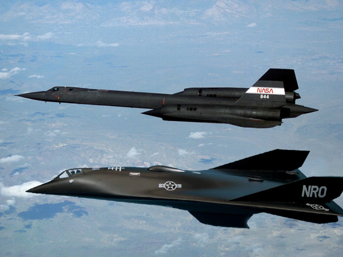 Aurora Mach 5 and SR-71 Mach 3 reconnaissance aircraft flying in formation