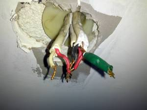electrical  Why is my Australian light fixture wired this