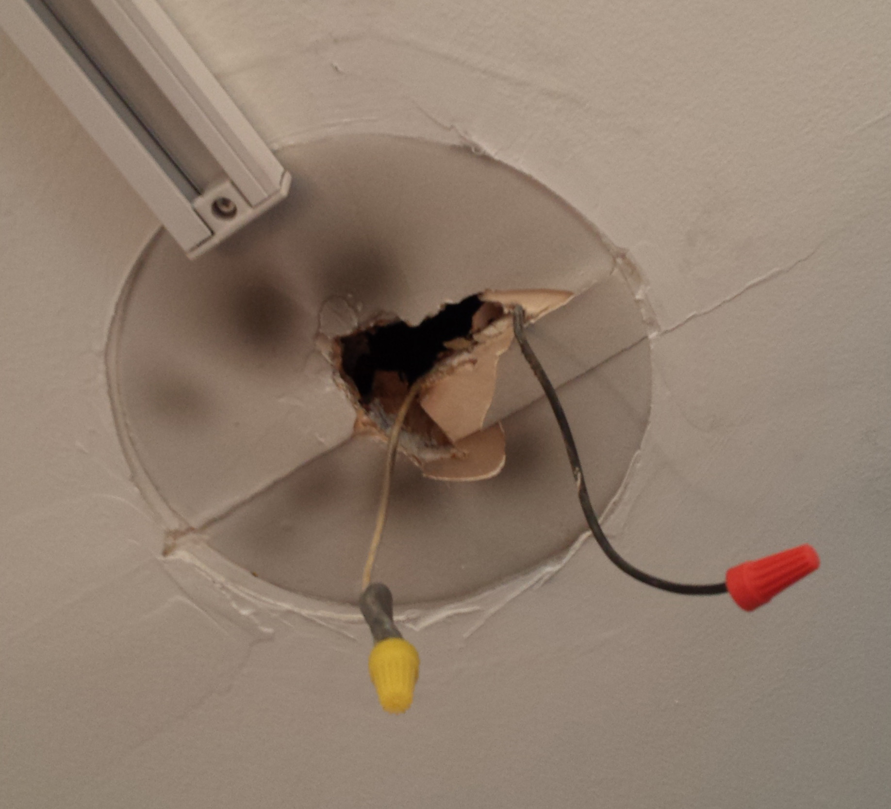 fixture with no ground no ceiling box