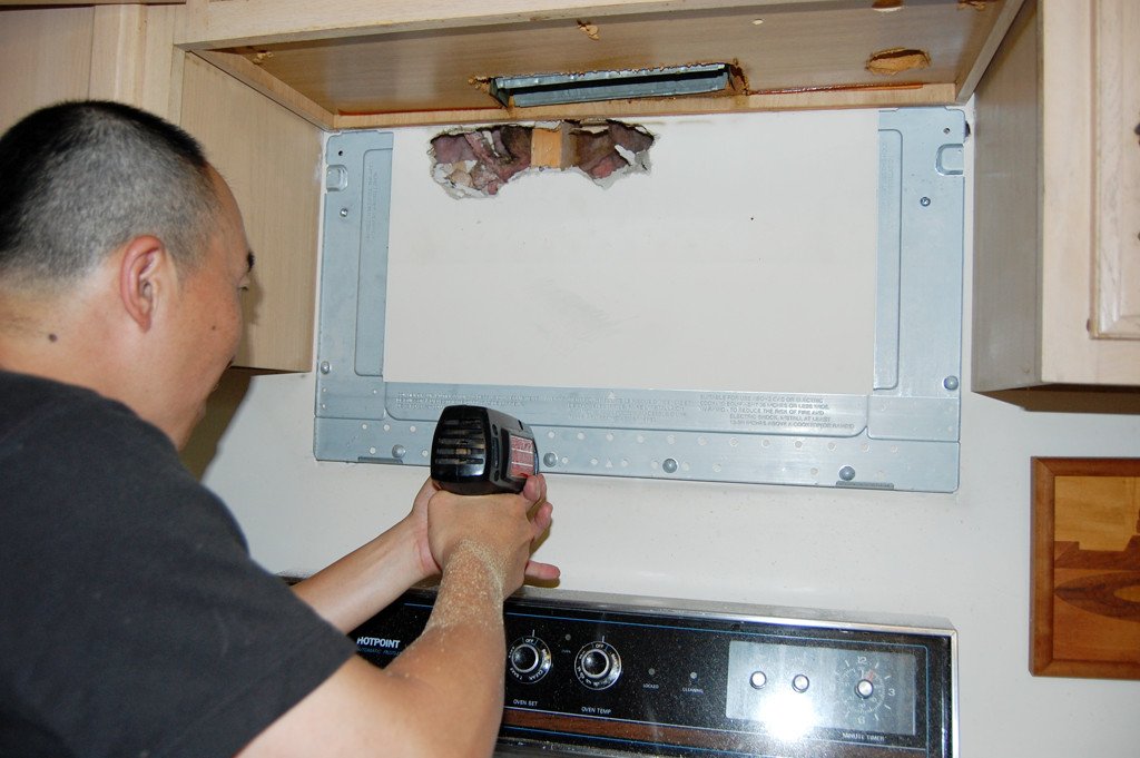 a microwave w o the upper cabinet