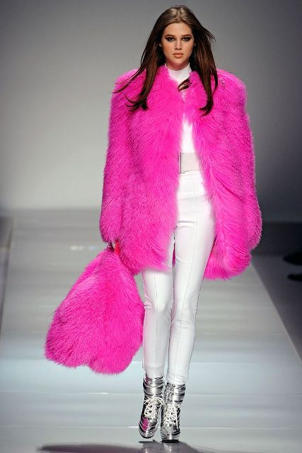 https://i1.wp.com/i.styleoholic.com/17-Colored-Fur-Coats-For-Fall-And-Winter4.jpg