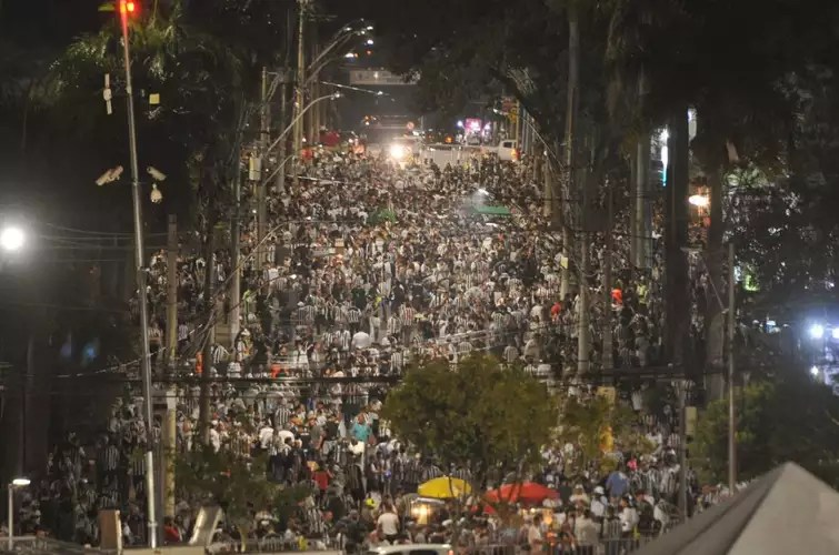 Atlético fans clustered outside Mineirão