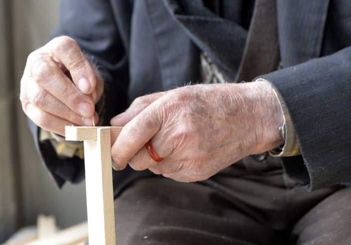 تركي يبلغ 93 عاماً يعمل في تربية النحل