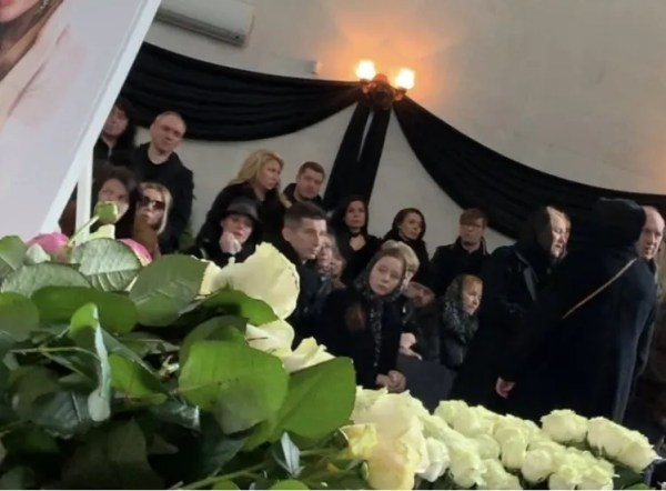 Евгений Алдонин и Вера у гроба: фото с похорон Началовой ...