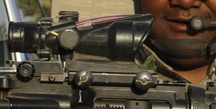 Versiculos biblicos en los visores de las arma usadas en Medio Oriente