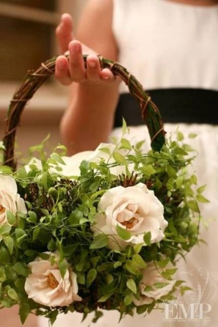 a vine basket decorated with lush greenery and blush blooms is a very fresh and chic idea