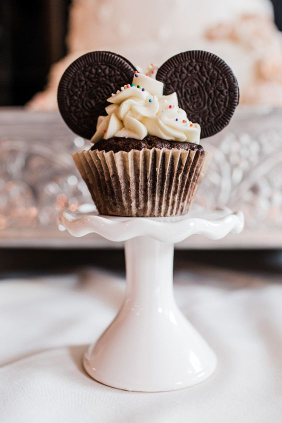 chocolate cupcakes with Oreos to show off ears of Mickey Mouse for your dessert table