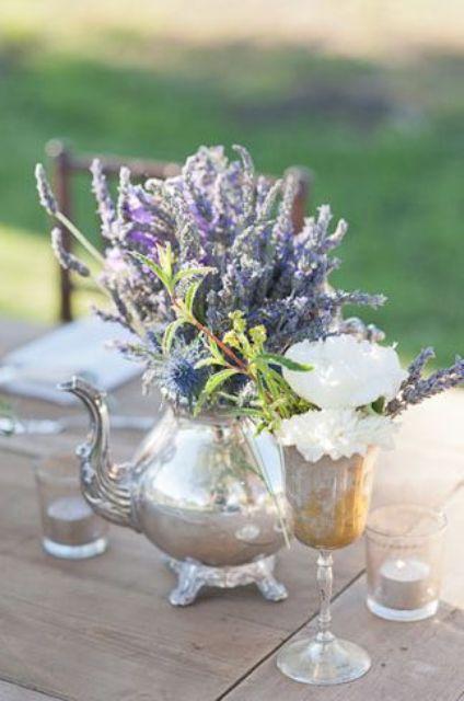 22 Teapot Table Centerpiece Ideas For Your Wedding