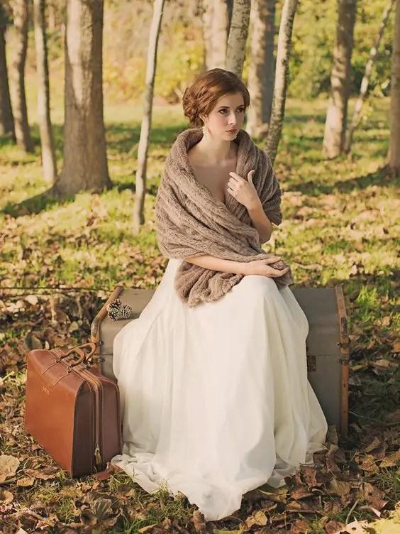 brown faux fur stole for a vintage bridal look