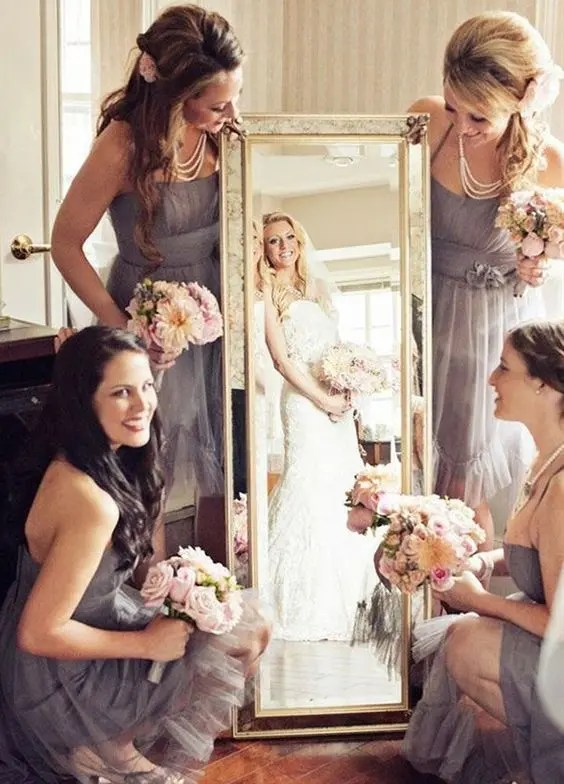 girls showing the bride in the mirror is a fun idea