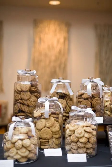 easy way to display your cookies - just use big jars