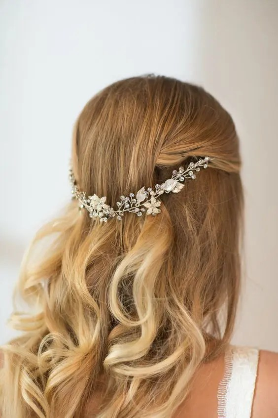 32 Beautiful And Refined Bridal Hair Vine Ideas