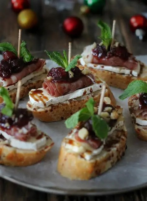 cranberry, brie and prosciutto crostini with balsamic glaze is a delicious idea for those who love meat