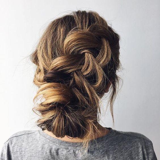 28 Casual Wedding Hairstyles For Effortlessly Chic Brides - crazyforus