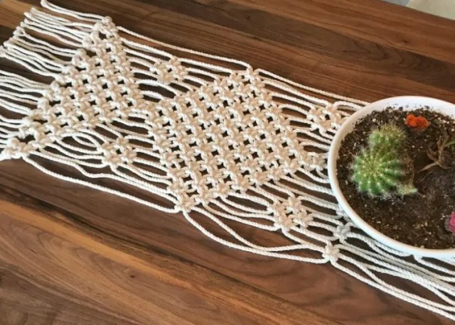 DIY simple square knot macrame table runner (via www.myfrenchtwist.com)
