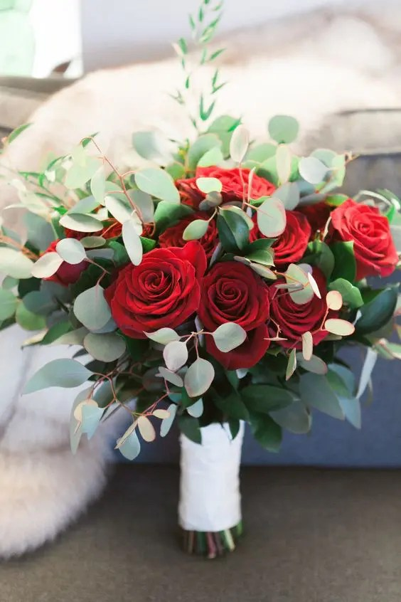 a stylish Christmas wedding bouquet of red roses and eucalyptus, it's easy and cool