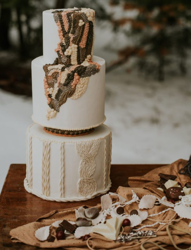 The wedding cake was a masterpiece decorated with patterns that really looked like crocheted and sewn ones